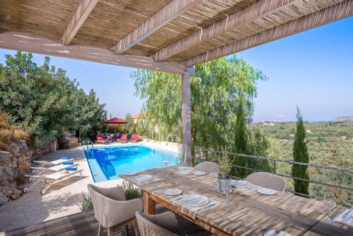 The pool at Artful Retreats' Villa Levanda