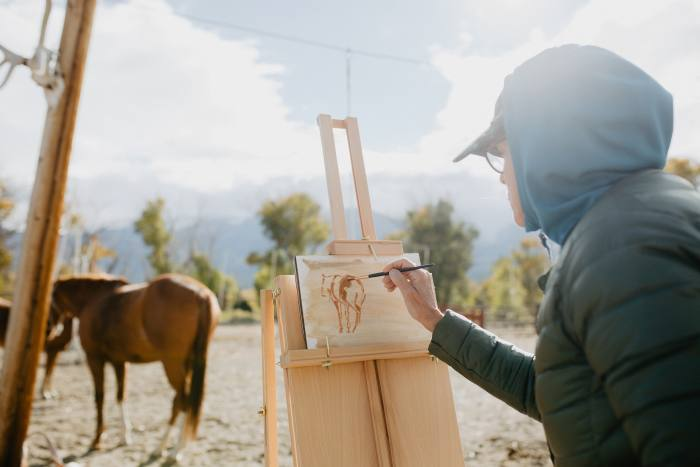 An artists' workshop run by Jill Soukup, painting horses from live models