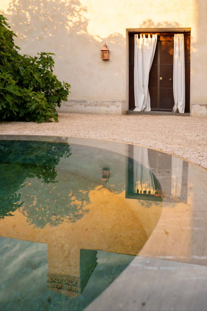 A courtyard fountain at the Estudio Caruncho