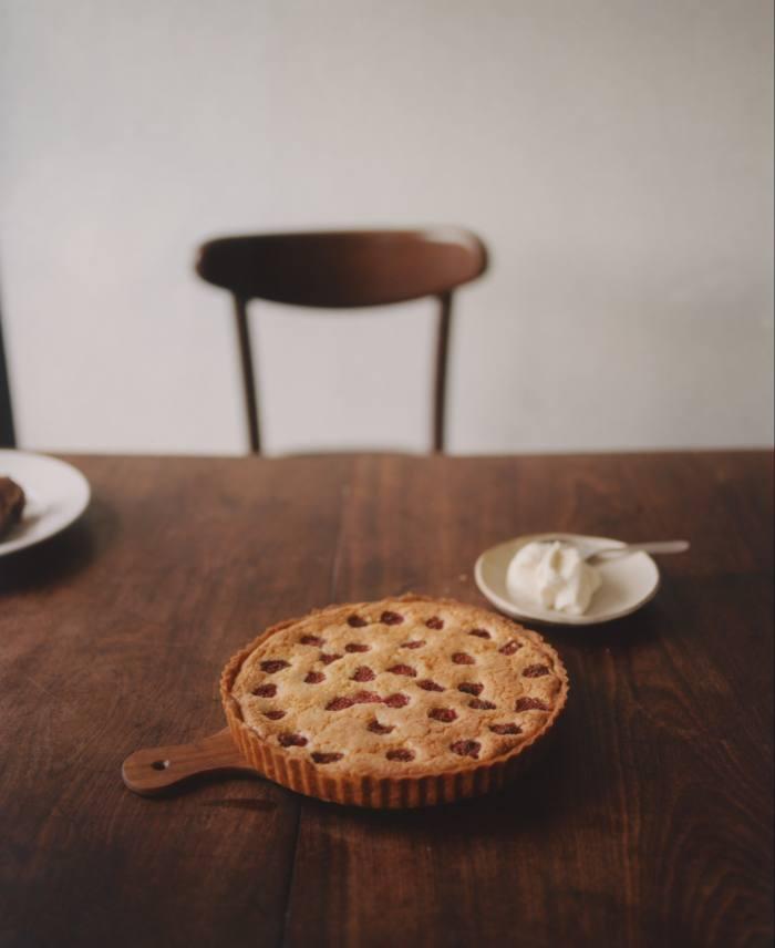 Raspberry and almond tart with crème fraîche