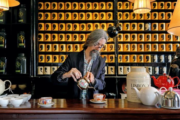 Filgueiras trained under British tea sommelier Jane Pettigrew