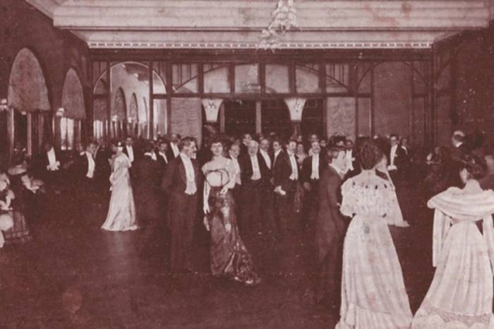 A gala at the villa in 1910s – Franca Florio is among the guests