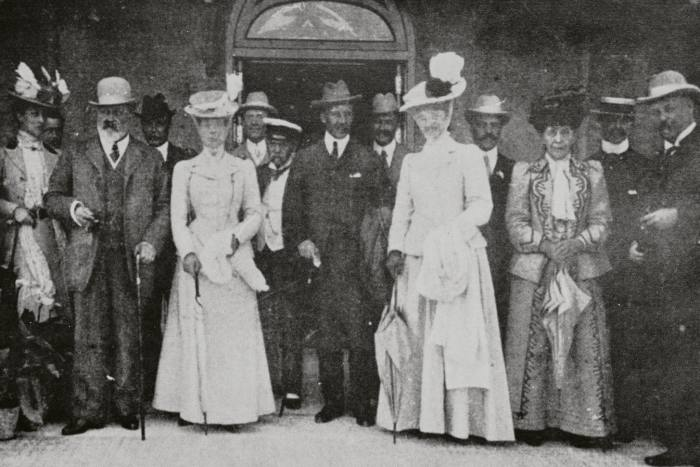 Guests during the Igiea's Belle Epoque heyday included Edward VII and Queen Alexandra, seen here (front row, second and third from left) in 1907