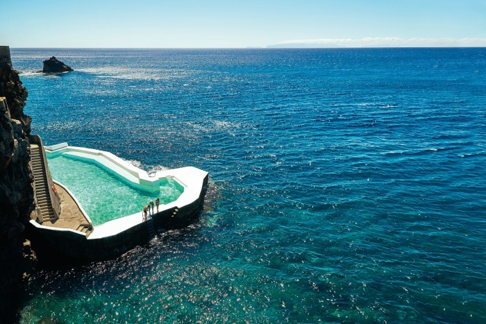 The seaside swimming pool at Albatroz Beach & Yacht Club in Madeira