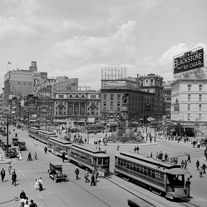 Trams in downtown Detroit in 1917: five years later the city was the first in the US to establish its own municipally-owned transit system