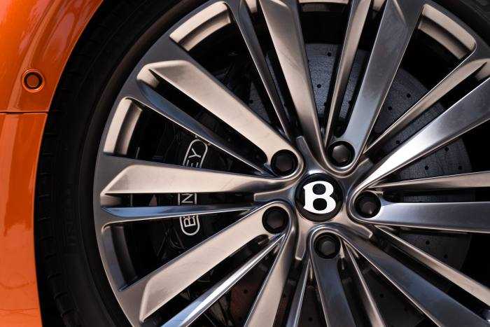 New exterior features include special-pattern 22in-diameter wheels
